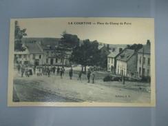 CPA  23 LA COURTINE PLACE DU CHAMP DE FOIRE ANIMEE - La Courtine
