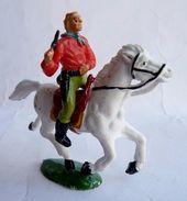 FIGURINE MARQUE INCONNUE COWBOY A CHEVAL CAVALIER Manque Chapeau - Figurines