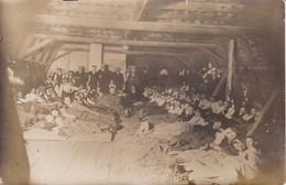 AK Foto Soldaten Und Kinder - Lager In Scheune - Atelier Meiner, Ohrdruf I. Thüringen - 1. WK (30498) - Guerre 1914-18