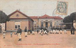 77 - Champs-sur-Marne - Une Manoeuvre Sur La Place De La Mairie - Other Municipalities