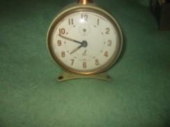 Ancien Réveil JAZ Début Année 60 Fonctionne Parfaitement - Alarm Clocks