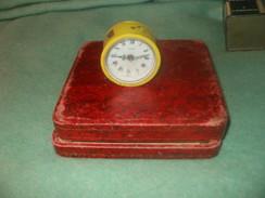 Lot Anciens  Réveils JAPY Cadet Et CHAMBORD Germany Pour Pièces Ou Restauration - Alarm Clocks