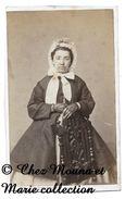 BEAUNE - FEMME COMBRE - COTE D OR - CDV PHOTO COCHEY - FAMILLE GENEALOGIE - Anciennes (Av. 1900)