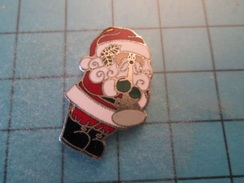 Pin910b Pin´s Pins : BEAU ET RARE : PERE NOEL JOUANT DU VUVUZELA !!! - Christmas