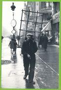 """PARIS 1941 Les Petits Métiers De La Rue """"Le Vitrier"""" Carte Photo Originale En Tirage Limité à 1000 Ex - Straßenhandel Und Kleingewerbe"""