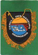FANION  Plastifié    Cercle Des Nageurs Orangeois   état Correct   Voir Scanne - Obj. 'Souvenir De'