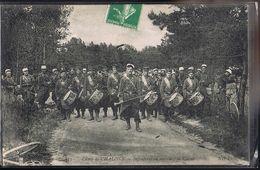 Camp De CHALONS . Infanterie En Marche , La Clique . - Camp De Châlons - Mourmelon