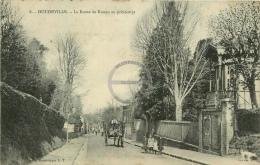 /! 1035 - CPA/CPSM - 76 : Doudeville : La Route De Rouen Au Printemps - Altri Comuni