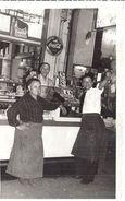 COMPTOIR DE BUVETTE DANS QUARTIER POPULAIRE-QUARTIER   DES HALLES ? - PUB COCA COLA  FANTA  ANNEES 1950 ENVIRON - Professions