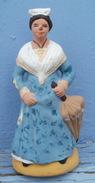 SANTON En Argile Femme Au Parapluie  Hauteur  7.5 Cm Estampillé LOU SANTOUNIE - Sculptures