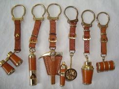 BELLE SERIE DE PORTE CLEFS   EN LAITON GAINE CUIR  - DANS LES JUMELLES  DEUX  DIAPOS - Autres Collections