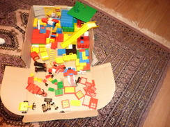 UNE  BONNE  CENTAINE D ' ÉLÉMENTS PERMETTANT DE FAIRE DE NOMBREUX MONTAGES ( Cf Scans ) - Lego