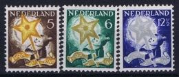 Nederland: NVPH 262 - 264 Postfrisch/neuf Sans Charniere /MNH/**  1933 Part Set Childrens Stamps 6ct Small Spot In Gum - 1891-1948 (Wilhelmine)