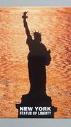 CPM NEW YORK CITY STATUE OF LIBERTY ON LIBERTY ISLAND IN NEW TORK HARBOR - Statue De La Liberté