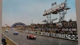 CPSM LE MANS 24 HEURES CIRCUIT DE LA SARTHE TABLEAU D AFFICHAGE ET VIRAGE DES TRIBUNES VOITURE DE SPORT PUB ESSO KLEBER - Le Mans