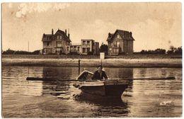 """1938 SAINT VAAST - Carte Animée AUBERGE """"Le Thé Normand"""" Avec Barque Et Rameur - Saint Vaast La Hougue"""