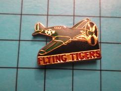 PIN1110 Pin's Pins / De Belle Qualité Et Rare AVIATION / AVION P-40B/C FLYING TIGERS TIGRES VOLANTS Déco Inexacte - Airplanes