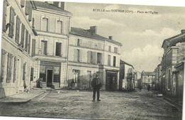 RUELLE Sur TOUVRE (Charente) Place De L' Eglise Boulangerie Personnages   Recto Verso - Frankrijk