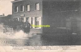CPA DE OVERSTROOMINGEN TE HAMME MAART 1906 LES INONDATIONS A HAMME AANKOMST VAN BEZOEKERS TE DRIJ GOTEN - Hamme