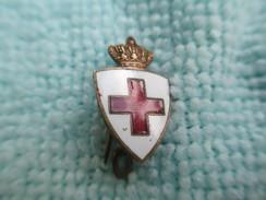 Insigne De Revers/Croix Rouge/Ecusson Surmonté D'une Couronne Royale/Anglais? Belge? Hollandais?/mi XXéme Siécle  MED193 - Insegne