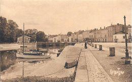 17)  SAUJON  - Port Du Riberou - Saujon