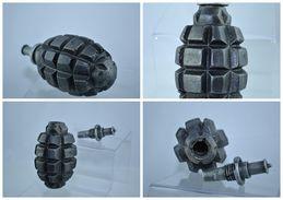 REPRODUCTION Grenade Française F1 Fonte Et Allumeur Percussion Démontable - Militaria
