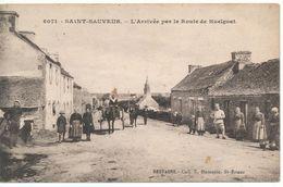 CPA SAINT SAUVEUR (29) L'arrivée Par La Route De Huelgoat - Andere Gemeenten