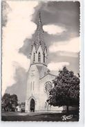 LE PAYS LANDAIS - BISCARROSSE - L'Eglise Et La Place De L'Orme - Très Bon état - Biscarrosse