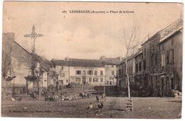 CPA.LEDERGUES.(Aveyron).PLACE DE LA CROIX - Autres Communes
