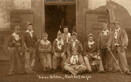 CARTE PHOTO DE SOLDATS AU CAMP DE BITCHE ADIEU BITCHE - Bitche