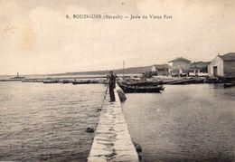 Cpa 1924 BOUZIGUES, Jetée Du Vieux Port, Ses Modestes Maisons, Au Loin Un Petit Phare,  Promeneur, (52.10) - Altri Comuni