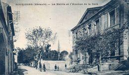 Cpa 1927,  BOUZIGUES, Le Beau Bâtiment De La Mairie Et L'avenue De La Gare, Animation (52.16) - Altri Comuni