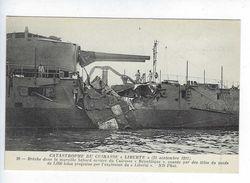 CPA Animée Catastrophe Du Cuirassé Liberté 1911 Brèche Muraille Babord Cuirassé République - Rampen