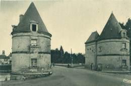 86 - CHATELLERAULT - Tours Du Pont Henri-IV - Chatellerault