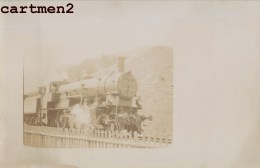 CARTE PHOTO : SUISSE GARE TRAIN LOCOMOTIVE CHEMIN DE FER ZUG BAHNHOF LOKOMOTIVE STATION ESTACION TREN LOCOMOTORA TRENO - Trains