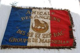 Drapeau De L Amicale Des Anciens Des 22 Et 222 RAC Groupe De Marseille - Bandiere