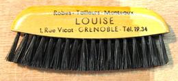 BROSSE  ROBES TAILLEURS MANTEAUX LOUISE 1 RUE VICAT GRENOBLE - Vintage Clothes & Linen