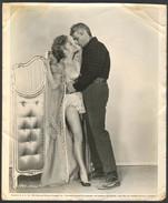 JEFF CHANDLER ANNE BAXTER BARBARA BRITTON (The Spoilers 1955)- Vintage PHOTO REPRINT - 20.4 X 24.5 Cm (VF-02-03) - Repro's