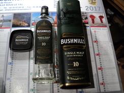 BUSHMILLS. BOUTEILLE DE WHISKY VIDE ET SA BOITE IRLANDAIS - Whisky
