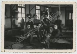 (Aviation) Chambrée D'aviateurs à Salon-de-Provence En Avril 1939 . Noms Au Dos. - Aviation