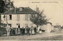 Valentigny.-La Mairie Et L'Ecole Communale.-Bernard,- No 811 - France