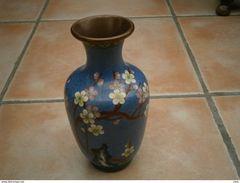 Vase Bronze Cuivre Et émail Cloisonné, Chine Motif Fleur Hauteur 18 Cm - Other Collections