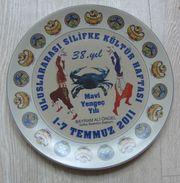 AC - 38th YEAR INTERNATIONAL SILIFKE CULTURE WEEK BLUE CRAB YEAR 01 - 07 JULY 2011 PORCELAIN PLATE FROM TURKEY - Ceramics & Pottery