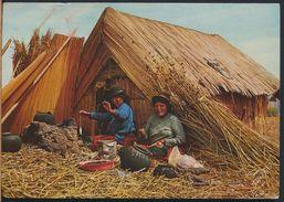 °°° 8083 - PERU - PUNO - INDIAS UROS DELANTE DE SUS CHOZAS - 1978 With Stanps °°° - Perù