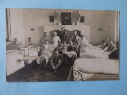 Carte Photo  Cognac  Une Chambrée De L'hôpital Militaire De Cognac  1916 - Cognac