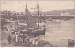 06 CANNES LE PORT BATEAUX  CPA BON ETAT - Cannes