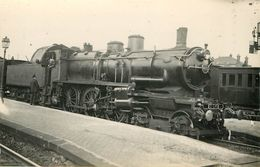 Photo Des Années 1950 1960 Gare Train Tramway Locomotive - Estaciones Con Trenes
