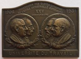 Médaille. 25 Ans école Industrielle Supèrieure. 25 Jaar Industriele Hogeschool. J. Van Der Stock. 50x68 Mm 83 Gr. - Professionali / Di Società