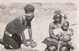 13433) AFRICA DA IDENTIFICARE RAGAZZA CHE MACINA IL GRANO NON VIAGGIATA - Cartoline