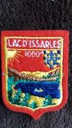 ECUSSON TISSU LAC D ISSARLES ARDECHE VIVARAIS BLASON ARMORIES VOIR AUTRES MODELES DS MA BOUTIQUE ET CELLE ULTIMA31 - Ecussons Tissu